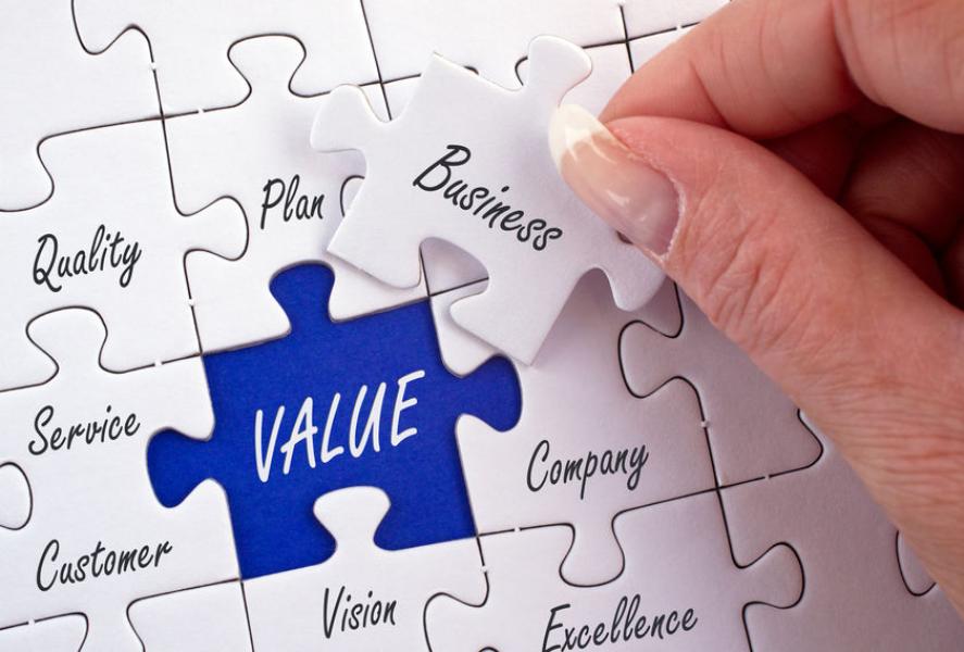 Un puzzle des terme clés du Business d'une entreprise pour créer de la valeur et mener une stratégie de développement et d'excellence.